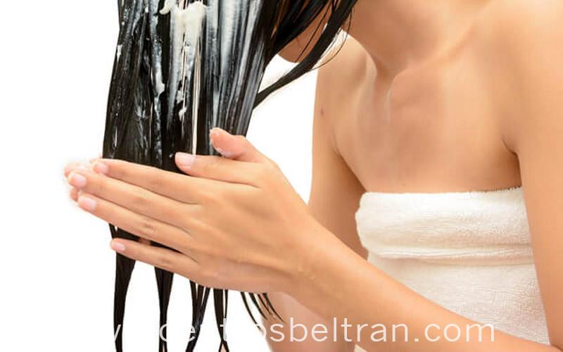 Cómo aplicar el acondicionador a mi pelo